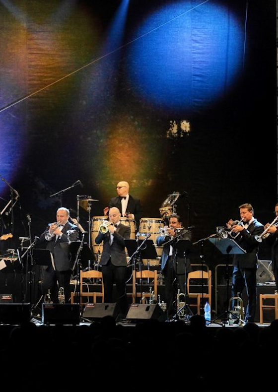 TRUMPET SHOW FOR UNICEF